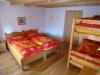 oranges Zimmer mit Variante Doppelbetten